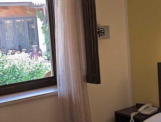 camera-matrimoniale-dus-salento-hotel-masseria-stanze-e-giardino-2-1024x450[1]
