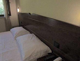 camera-matrimoniale-dus-salento-hotel-masseria-stanze-e-giardino-4-1111x450[1]