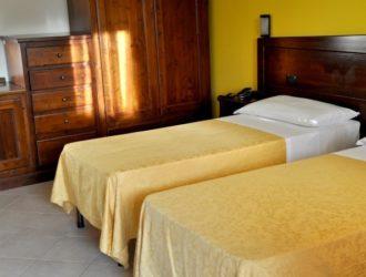 matrimoniale-standard-albergo-le-pajare-hotel-salento-in-vacanza-4-723x450[1]
