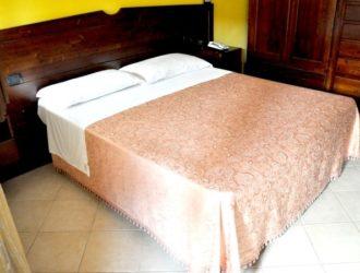 matrimoniale-standard-albergo-le-pajare-hotel-salento-in-vacanza-5-723x450[1]