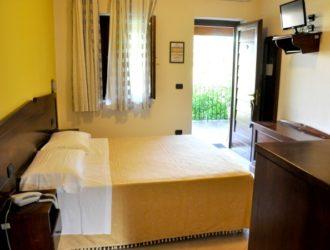 superior-bilocale-albergo-salento-presicce-vacanze-famiglia-lido-marini-5-723x450[1]
